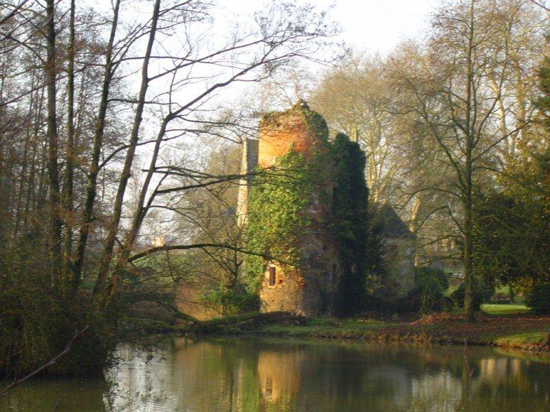 Tour et chapelle du château